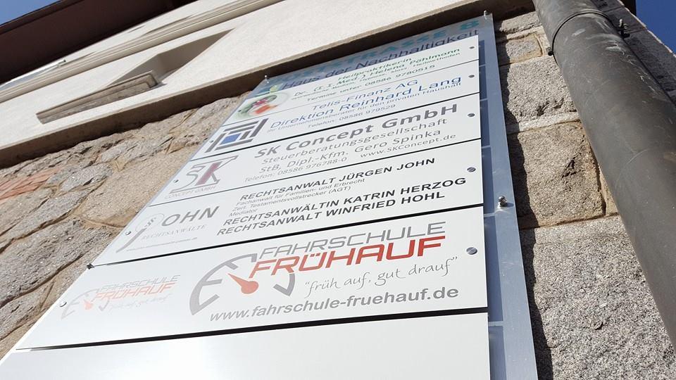 Firmenschilder aus Aluverbund